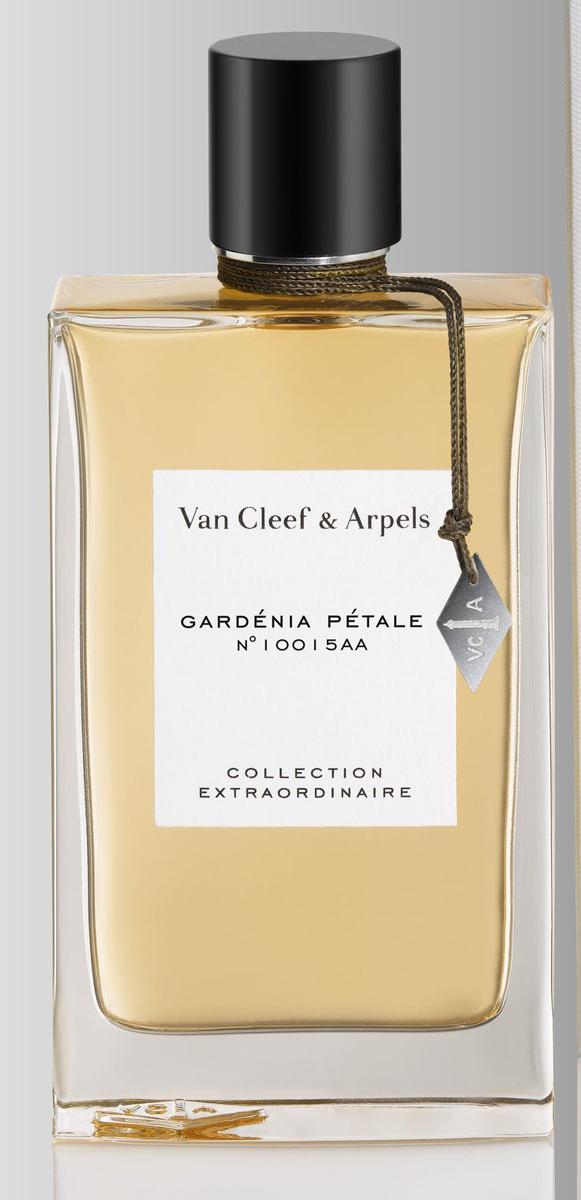Van Cleef Gardenia Petale № 10015AA Парфюмерная вода женская спрей 75 млVCA010A01Van Cleef & Arpels Collection Extraordinaire Gardenia Petale раскрывает все этапы жизни прекрасной гардении. Его нежное и роскошное звучание рассказывает, как рождается этот дивный цветок, как он распускается и начинает источать волшебный, непередаваемо красивый аромат. Над созданием уникальной формулы восхитительных духов работал талантливый парфюмер Nathalie Feisthauer. И вот, в 2009 году миру было явлено новое парфюмерное чудо Van Cleef & Arpels Collection Extraordinaire Gardenia Petale. Парфюмерная композиция аромата отличается очаровательной простотой. Чтобы подчеркнуть и оттенить звучание гардении, парфюмер использовал чудесные акценты белых цветов, которые показывают истинную красоту и дополняют волнующий, манящий аромат гардении. Парфюм Van Cleef & Arpels Collection Extraordinaire Gardenia Petale раскрывает новый облик этого цветка, непохожий на его обычное сладковатое звучание. Аромат очень красив. Он излучает необыкновенную ауру, наполненную волшебным, слегка мистическим...