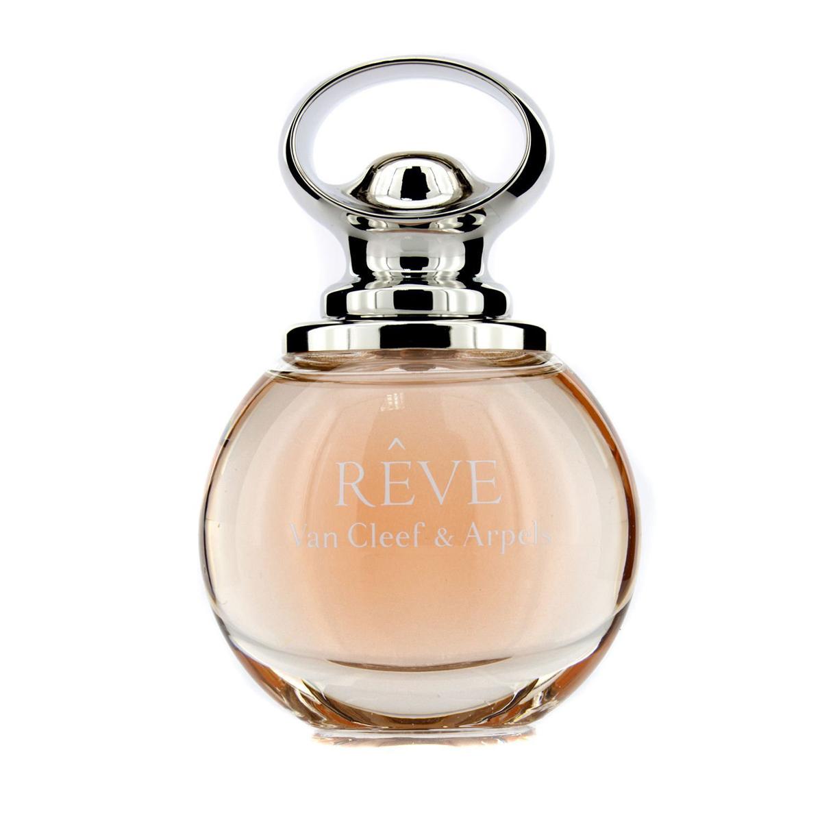 Van Cleef Reve Парфюмерная вода женская спрей 50 млVCA013A02Van Cleef & Arpels Reve появился в мае 2013 года, когда восхитительные ноты красоты и сладости распускаются подобно дивным цветам наслаждения и молодости. Белоснежные цветы и фрукты придают парфюму дивное, почти восточное звучание. Парфюм символизирует мир мечтаний и красоты, а потому привлекает внимание сложностью и многогранностью структуры. Завораживающий букет собран тремя талантливыми парфюмерами, способными передать женскую соблазнительность посредством фруктово-цветочных мотивов. Пикантность груши и нероли распахивает объятия в начальных нотах душистого облака, которое постепенно перемещается в сторону завораживающего благоухания пиона, лилии и османтуса в сердце композиции. Мощный утонченный аккорд сладостно-медового коктейля Van Cleef & Arpels Reve превращается в изысканный десерт, который достойно украшает кожу обладательниц. Согревающие аккорды мускуса, сандала и амбры подчеркивают красоту букета, передают энергетику дивного шарма и очарования. Женщина в ореоле этого...
