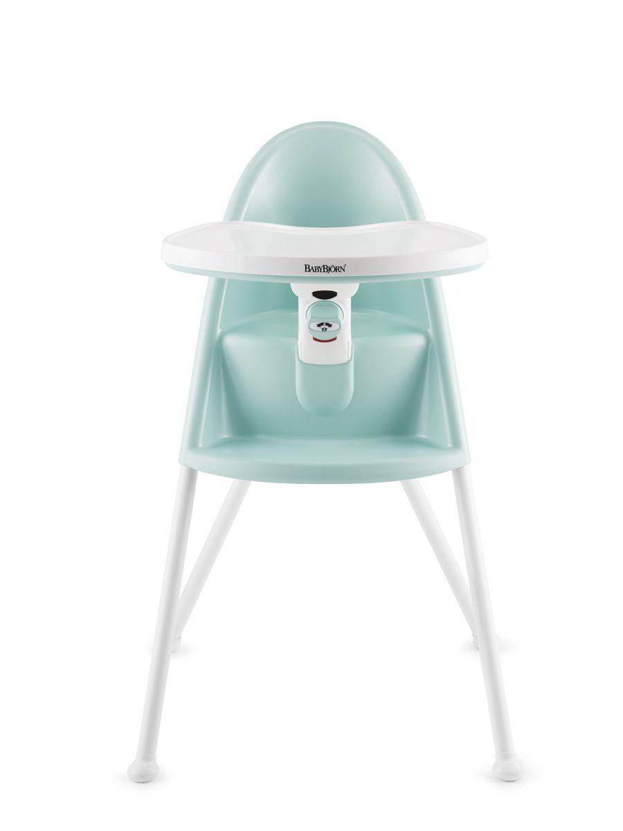 BabyBjorn Стул для кормления цвет бирюзовый0670.85Стульчик для кормления BABYBJORN Съемный поднос-стол удерживает ребенка на стуле для кормления в безопасном положении во время приемов пищи. Ребенок не сможет сам встать или перевернуть стул, оттолкнувшись ногами. Ребенок не сможет самостоятельно открыть фиксатор стола. Это удобный стул для кормления, способный обеспечить необходимую поддержку. Изогнутая спинка удерживает ребенка в вертикальном положении, а столик регулируется по мере роста малыша. Стульчик можно сложить для удобства хранения и транспортировки. В сложенном состоянии его ширина составляет всего 25 см. Благодаря гладкой поверхности, пища не прилипает к деталям стула. Прижатый к животу малыша столик собирает всю падающую пищу. Поднос можно без труда снять и помыть. Все изделия для кухни и ванной из ассортимента BABYBJORN соответствуют европейским и американским стандартам безопасности. Это означает, что пластик, из которого они изготовлены, постоянно тщательно проверяется на содержание бисфенола...