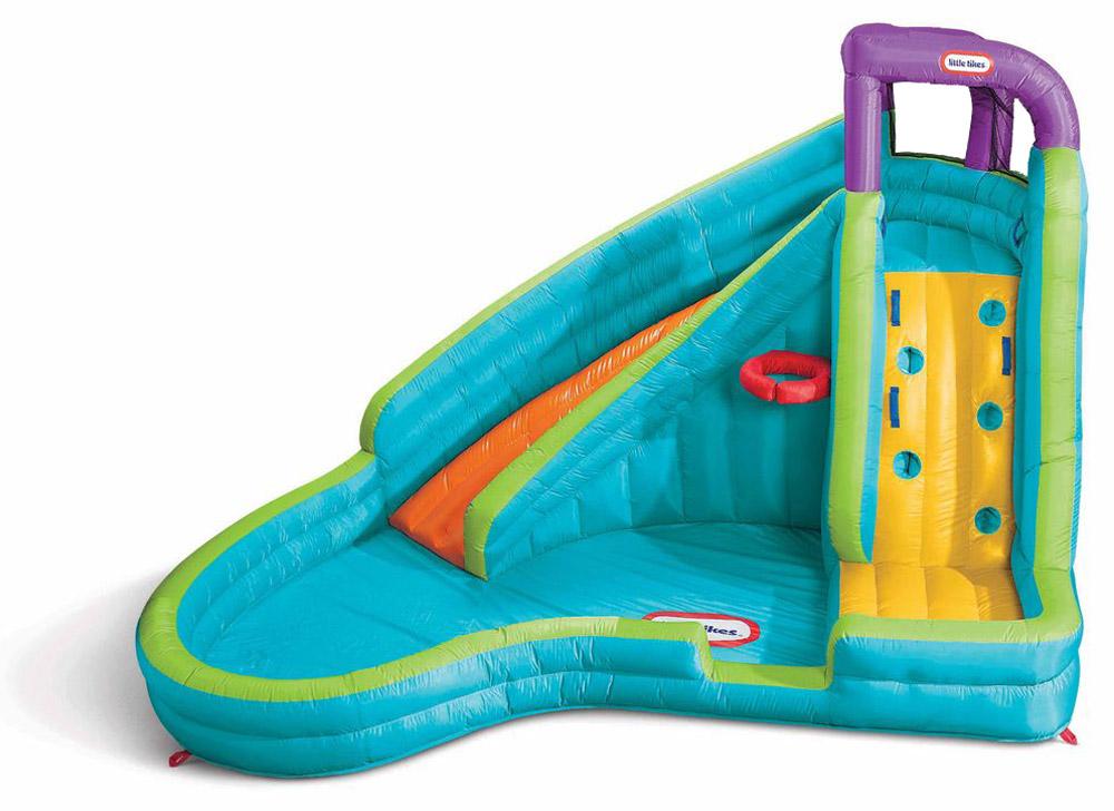 Little Tikes Игровой надувной комплекс Slamn Curve Slide632914Игровой надувной комплекс Little Tikes Slamn Curve Slide прекрасно подойдет для загородного дома или дачи. Комплекс исключает возможность травм - все элементы выполнены из прорезиненного материала. Комплекс предоставляет множество возможностей для игры! По стене с выступами дети будут забираться на горку и съезжать с нее прямо в бассейн! Над горкой расположен специальный шланг, постоянно поливающий горку и катающихся ребят водой. В бассейне можно отдыхать и плескаться. Здесь находится кольцо для игры в баскетбол - можно играть, не вылезая из воды! Это незаменимое развлечение в летнюю жару! Кстати, баскетбольный мячик входит в комплект. Размеры комплекса позволяют плескаться сразу нескольким детям (общая нагрузка не более 159 кг). Игровой надувной комплекс Little Tikes Slamn Curve Slide - великолепный подарок, который сделает летние каникулы еще веселее! Насос должен оставаться включенным для того, чтобы постоянно поддерживать надувной центр...