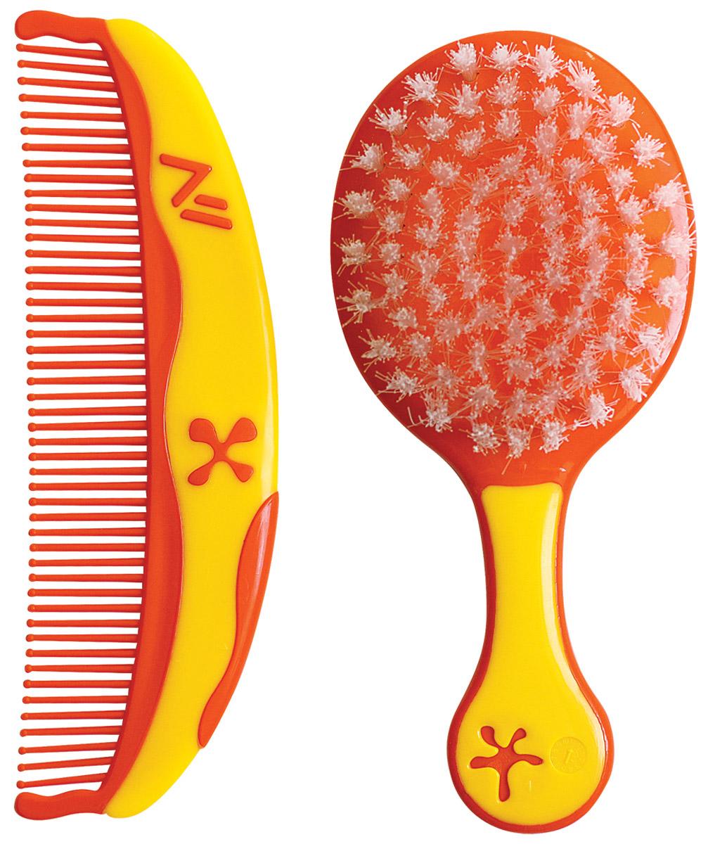 Lubby Набор детский Звездочки Расческа и щетка для волос цвет оранжевый желтый12008Детский набор Lubby Звездочки специально разработан для нежного ухода за волосами вашего малыша. Размер и форма расчески и щетки специально подобраны для комфортного размещения в руке и легкого расчесывания волос. Мягкая нейлоновая щетина щетки бережно расчесывает, не повреждая нежную кожу малыша. Расческа с закругленными краями предохраняет кожу головы ребенка от возможных неудобств. Яркий цвет и интересный дизайн в виде звездочек превращают процесс расчесывания вашего малыша в настоящее удовольствие. Перед первым использованием вымойте расческу и щетку. Лучше мыть в теплой воде, добавив несколько капель детского шампуня. Хорошо ополосните водой и оставьте высыхать на чистом полотенце. Не кипятить!
