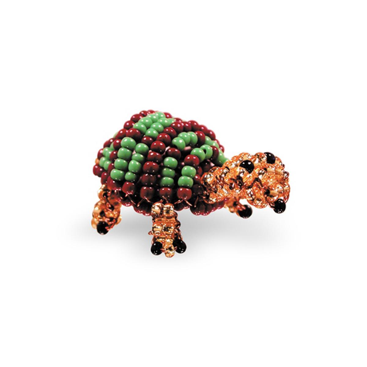 Набор для бисероплетения Кроше ЧерепахаА-119/645124В последнее время плетение бисером набирает популярность среди рукодельниц. Научиться созданию изделий из маленьких ярких бусинок вполне реально, это будет под силу даже детям. Вашему вниманию предлагается многообразие наборов по бисероплению от бренда Кроше. Выбирайте любой из понравившихся и приступайте к созданию шедевра. Состав набора: чешский бисер, проволока для бисера, схема и описание к работе.