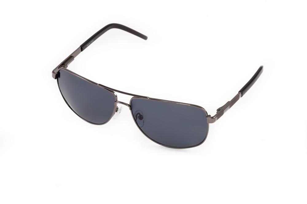 Очки солнцезащитные Mitya Veselkov, цвет: черный. MSK-1301MSK-1301Стильные солнцезащитные очки Mitya Veselkov выполнены из металла и высококачественного пластика. Линзы очков обладают поляризационным покрытием, которое обеспечивает зрительный комфорт. Используемый пластик не искажает изображение, не подвержен нагреванию и вредному воздействию солнечных лучей. Оправа очков легкая, прилегающей формы, дополнена носоупорами и поэтому обеспечивает максимальный комфорт. Такие очки защитят глаза от ультрафиолетовых лучей, подчеркнут вашу индивидуальность и сделают ваш образ завершенным.