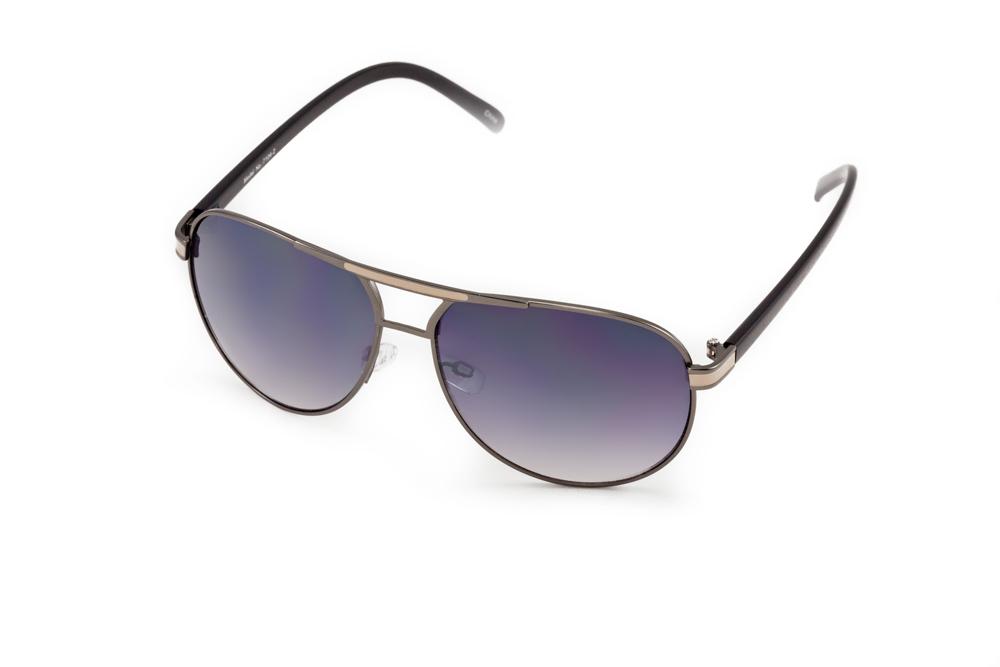 Очки солнцезащитные Mitya Veselkov, цвет: черный. MSK-1704-2MSK-1704-2Стильные солнцезащитные очки Mitya Veselkov выполнены из металла и высококачественного пластика. Линзы очков обладают поляризационным покрытием, которое обеспечивает зрительный комфорт. Используемый пластик не искажает изображение, не подвержен нагреванию и вредному воздействию солнечных лучей. Оправа очков легкая, прилегающей формы, дополнена носоупорами и поэтому обеспечивает максимальный комфорт. Такие очки защитят глаза от ультрафиолетовых лучей, подчеркнут вашу индивидуальность и сделают ваш образ завершенным.