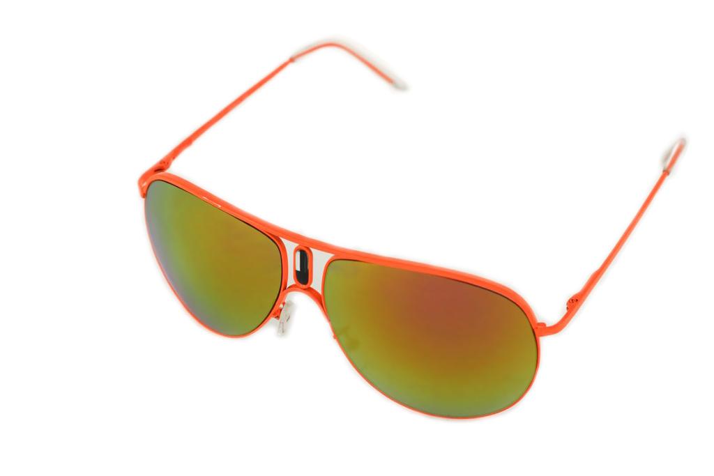 Очки солнцезащитные Mitya Veselkov, цвет: оранжевый, желтый. P1011-120OMP1011-120OMСтильные солнцезащитные очки Mitya Veselkov выполнены из металла и высококачественного пластика. Линзы данных очков дополнены зеркальным покрытием. Используемый пластик не искажает изображение, не подвержен нагреванию и вредному воздействию солнечных лучей. Оправа очков легкая, прилегающей формы, дополнена носоупорами и поэтому обеспечивает максимальный комфорт. Такие очки защитят глаза от ультрафиолетовых лучей, подчеркнут вашу индивидуальность и сделают ваш образ завершенным.