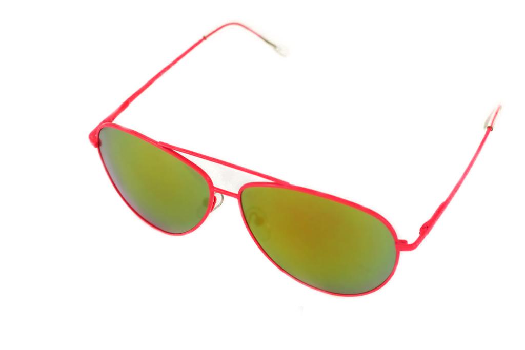 Очки солнцезащитные Mitya Veselkov, цвет: розовый, желтый. P4297-120PMP4297-120PMСтильные солнцезащитные очки Mitya Veselkov выполнены из металла и высококачественного пластика. Линзы данных очков дополнены зеркальным покрытием. Используемый пластик не искажает изображение, не подвержен нагреванию и вредному воздействию солнечных лучей. Оправа очков легкая, прилегающей формы, дополнена носоупорами и поэтому обеспечивает максимальный комфорт. Такие очки защитят глаза от ультрафиолетовых лучей, подчеркнут вашу индивидуальность и сделают ваш образ завершенным.
