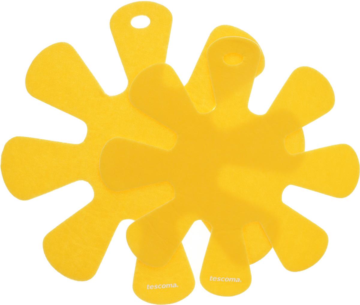 Протектор для хранения посуды Tescoma Presto, цвет: желтый, 2 шт. 420884420884_желтыйПротекторы для хранения посуды Tescoma Presto выполнены из прочной синтетической ткани. Они используются для защиты посуды с антипригарным покрытием при хранении на кухне. Подходят для посуды диаметром от 24 до 32 см и от 18 до 24 см. Нельзя использовать для горячей или неочищенной посуды. Не использовать в качестве подставки под горячее. Не использовать в посудомоечной машине. Рекомендуется обычная стирка при 40°С. Диаметр большого протектора: 38 см. Диаметр малого протектора: 32,5 см.