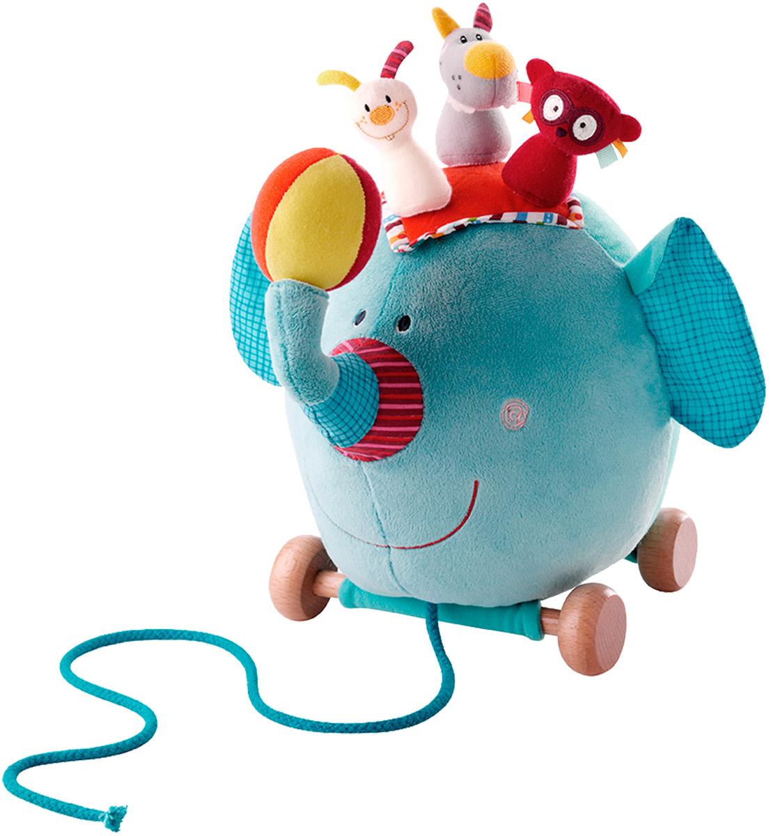 Lilliputiens Игрушка-каталка Слоненок Альберт86Игрушка-каталка Lilliputiens Слоненок Альберт предназначена для ребенка от 1 года. Теперь всю компанию можно взять с собой на прогулку, благодаря текстильному шнурку и подвижным колесикам. Альберт перевозит на своей спине веселых циркачей: кролика, волка и лемура. А еще веселую компанию можно выстроить пирамидкой и попробовать сбить мягким ярким мячиком, который имеется в комплекте. Также мячик может использоваться как погремушка. Альберт легко передвигается при помощи деревянных колесиков. Малышу будет весело катать всю компанию, дергая Альберта за прочный шнурок. Игрушка выполнена из качественных гипоаллергенных материалов. Она мягкая, яркая и обязательно понравится и мальчикам, и девочкам. Игрушка-каталка Lilliputiens Слоненок Альберт развивает мелкую моторику, цветовое восприятие ребенка и координацию движений.
