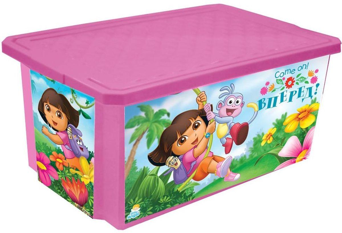 Little Angel Детский ящик для хранения игрушек X-BOX Даша путешественница 57 лLA0025DE1Лучшее решение для поддержания порядка в детской - это большой ящик на колесах. Все игрушки собраны в одном месте, ящик плотно закрывается крышкой, его всегда можно с легкостью переместить. Яркие декоры с любимыми героями наполнят детскую комнату радостью и помогут приучить малыша к порядку. Детский ящик для хранения игрушек Little Angel X-BOX. Даша путешественница имеет надежную крышку с привлекательной текстурой. Эксклюзивные декоры с любимыми героями, эффективные колеса-роллеры на дне, декор размещен на всех сторонах ящика.