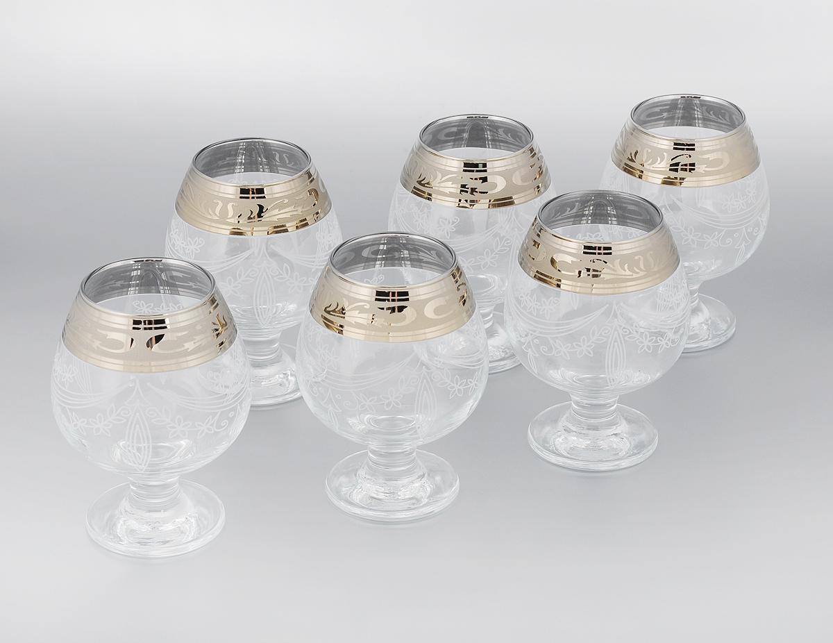 Набор бокалов для бренди Гусь-Хрустальный Русский узор, 400 мл, 6 штGE09-188Набор Гусь-Хрустальный Русский узор состоит из 6 бокалов на низкой тонкой ножке, изготовленных из высококачественного натрий-кальций-силикатного стекла. Изделия оформлены красивым зеркальным покрытием, широкой окантовкой с оригинальным узором и белым матовым орнаментом. Бокалы предназначены для подачи бренди. Такой набор прекрасно дополнит праздничный стол и станет желанным подарком в любом доме. Разрешается мыть в посудомоечной машине. Диаметр бокала (по верхнему краю): 6 см. Высота бокала: 13 см. Диаметр основания бокала: 8 см.