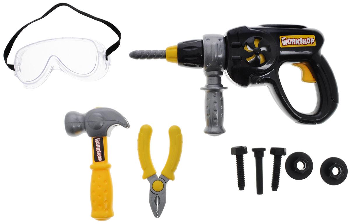 Keenway Набор игрушечных инструментов My Workshop 9 предметов12762Набор игрушечных инструментов Keenway My Workshop обязательно понравится вашему маленькому строителю! При нажатии на пусковую кнопку дрели начинает вращаться сверло, сопровождая вращение звуком и вибрацией. Помимо дрели, в набор входит молоток, плоскогубцы, защитные очки и несколько крепежных элементов. Все, как во взрослой жизни! Рекомендуется докупить 2 батарейки напряжением 1,5V типа АА (товар комплектуется демонстрационными).