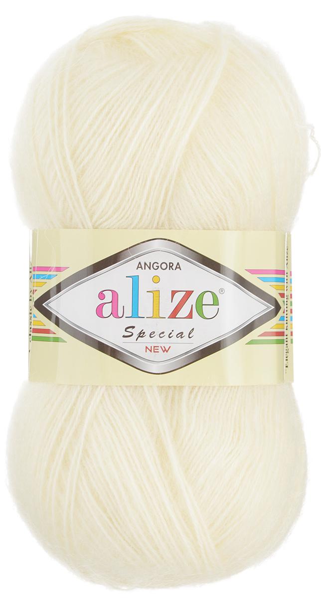 Пряжа для вязания Alize Angora Special New, цвет: молочный (01), 550 м, 100 г, 5 шт497057_01Alize Angora Special New - это ровная, тонкая и пушистая пряжа, изготовленная из 51% акрила, 24% шерсти, 25% мохера. Нить не вытягивается, достаточно прочная и крепкая. Такая пряжа идеально подойдет для вязания зимних вещей (шарфов, жилетов, пуловеров), с различными ажурными узорами. Вещи, связанные из этой пряжи, хорошо и долго носятся, не выгорают и не линяют. Предназначена для ручного вязания спицами и крючком. Рекомендуемый размер спиц: № 3-5 мм. Рекомендованный размер крючка: № 1-3 мм. Состав: 51% акрил, 24% шерсть, 25% мохер.