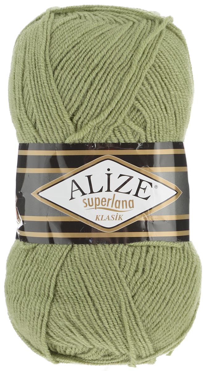 Пряжа для вязания Alize Superlana Klasik, цвет: болотный (100), 280 м, 100 г, 5 шт692917_100Классическая пряжа Alize Superlana Klasik имеет среднюю толщину нити и состоит из 25% шерсти и 75% акрила. Подходит для вязания теплых вещей. Пуловеры, платья, кардиганы, шапки и шарфы из этой пряжи отлично держат форму и прекрасно согреют вас в холодную погоду. Благодаря составу и скрутке, петли отлично ложатся одна к другой, вязаное полотно получается ровное и однородное. Пряжа рассчитана на любой уровень мастерства, но особенно понравится начинающим мастерицам - благодаря толстой нити пряжа Alize Superlana Klasik позволяет быстро связать простую вещь. Структура и состав пряжи максимально комфортны для вязания. Рекомендуемый размер спиц и крючка: № 3-4 мм. Состав: 75% акрил, 25% шерсть.