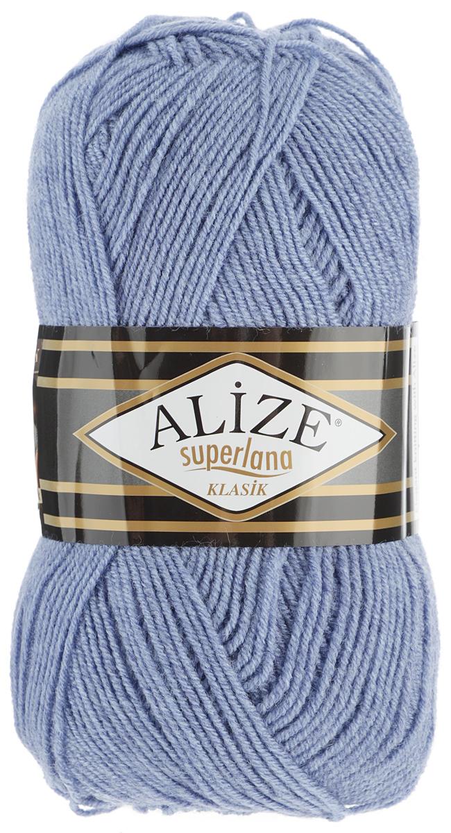Пряжа для вязания Alize Superlana Klasik, цвет: серо-голубой (221), 280 м, 100 г, 5 шт692917_221Классическая пряжа Alize Superlana Klasik имеет среднюю толщину нити и состоит из 25% шерсти и 75% акрила. Подходит для вязания теплых вещей. Пуловеры, платья, кардиганы, шапки и шарфы из этой пряжи отлично держат форму и прекрасно согреют вас в холодную погоду. Благодаря составу и скрутке, петли отлично ложатся одна к другой, вязаное полотно получается ровное и однородное. Пряжа рассчитана на любой уровень мастерства, но особенно понравится начинающим мастерицам - благодаря толстой нити пряжа Alize Superlana Klasik позволяет быстро связать простую вещь. Структура и состав пряжи максимально комфортны для вязания. Рекомендуемый размер спиц и крючка: № 3-4 мм. Состав: 75% акрил, 25% шерсть.