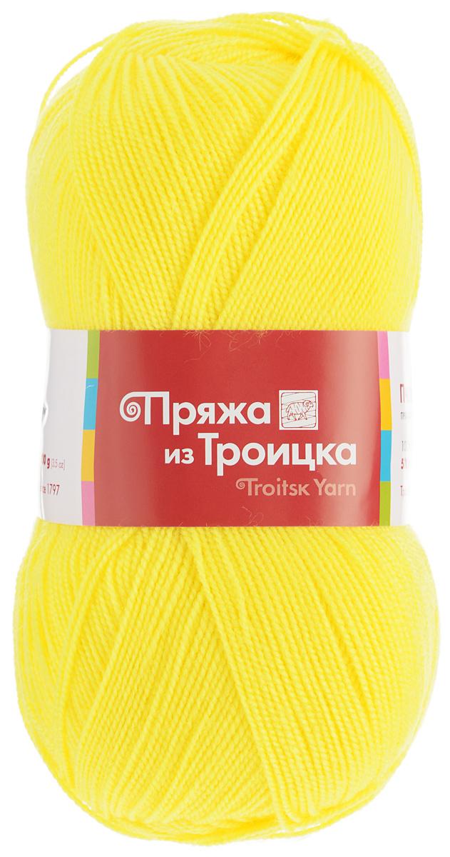 Пряжа для вязания Пчелка, цвет: холодный желтый (0120), 500 м, 100 г, 10 шт366098_0120Пряжа для вязания Пчелка изготовлена из 100% акрила. Изделия из этой пряжи получаются мягкими и приятными. При вязании простого полотна, из-за высокой крутки пряжи, создается необычный мелкозернистый узор. Прекрасная пряжа как для профессионалов, так и новичков. В работе пряжа ведет себя безупречно: не скручивается, не спутывается, не образует узелков. Тонкая, но прочная нить не боится стирок, надолго сохраняет форму и яркую расцветку. Готовое изделие легко переносит многократные стирки без вреда для внешнего вида, даже в машине. Верхняя одежда - кардиганы, палантины, жакеты - получается легкой, но теплой и плотной. В отличие от шерстяных нитей пряжа Пчелка совершенно не колется, вещи из нее можно носить даже на голое тело. Еще одно преимущество - четко виден узор. Состав: 100% акрил. Рекомендуемый размер спиц: 2 мм.