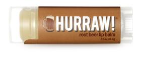 Hurraw! Бальзам для губ Root Beer Lip Balm, 4,3 г005175Бальзамы для губ Hurraw! производятся в США на небольшом домашнем производстве. Идея создателей бренда заключалась в том, чтобы разработать поистине идеальный бальзам для губ: натуральный, вегетарианский, произведенный из органических ингредиентов высочайшего качества и не содержащий вредных веществ и искусственных компонентов. Все бальзамы Hurraw! производятся из чистого органического масла, которое добывается путем холодного отжима, что позволяет всем веществам сохранять свои полезные свойства. Помимо этого, приятно знать, что продукция марки Hurraw! не содержит ингредиентов животного происхождения и никогда не тестируется на животных. А еще бальзамы разливаются по флакончикам вручную!