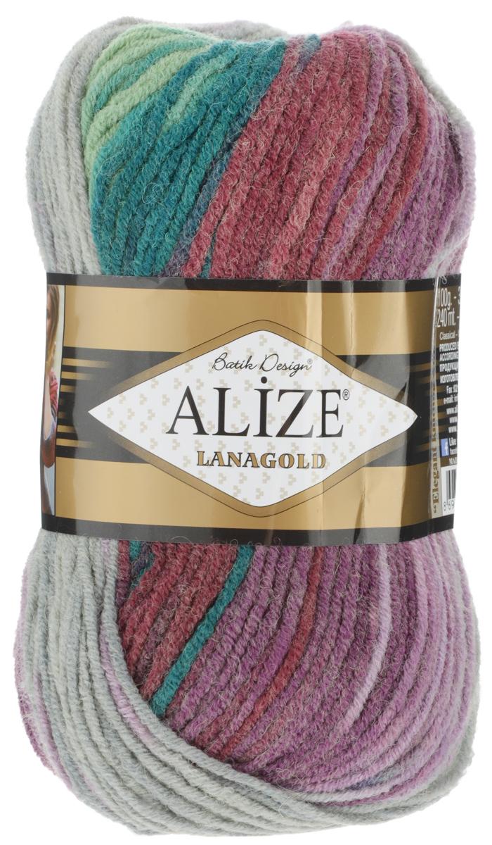 Пряжа для вязания Alize Lanagold Batik Design, цвет: зеленый, фиолетовый, сиреневый (4812), 240 м, 100 г, 5 шт364096_4812Полушерстяная пряжа Lanagold Batik Design - настоящая зимняя классика. Изделия из такой пряжи отлично поднимают настроение разнообразием своих красок. Большой выбор вариантов меланжевых расцветок позволяет создавать от веселых детских шапочек до элегантных женских пончо и солидных мужских пуловеров. С пряжей Lanagold Batik Design не требуется вывязывания узоров высокой сложности, так как пряжа эта отлично смотрится в любых косах и даже в простой чулочной вязке. Благодаря секционно окрашенной нити изделия получаются весьма оригинальными, стильными и нарядными. Кроме того, пряжа удобна в работе: средней толщины ниточка плотно скручена, упругая, гладкая, легко ложится и не слоится - с ней даже неопытная рукодельница справится без труда. Рекомендуемый размер спиц: № 4-6 мм. Состав: 51% акрил, 49% шерсть.
