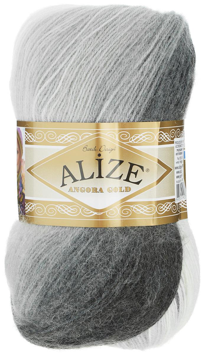 Пряжа для вязания Alize Angora Gold Batik, цвет: белый, темно-серый, светло-серый (1900), 550 м, 100 г, 5 шт364112_1900Пряжа для вязания Alize Angora Gold Batik изготовлена из акрила, мохера и шерсти, что способствует прекрасному тепловому обмену, легкости и комфорту. Меланжевая ниточка тонкая, пушистая. Из данной пряжи получаются вещи, которые не требуют ни украшений, ни дополнений. Пряжа допускает самую простую и примитивную вязку, но при этом смотрится необычно благодаря своей цветовой палитре. Классическая зимняя пряжа секционного крашения для вязания теплых пушистых вещей. Пряжа отлично подходит для вязания свитеров, жилетов, шарфов, шапок, шалей. Рекомендуемый размер спиц: № 3-6, Рекомендуемый размер крючка: № 2-4 С такой пряжей для ручного вязания вы сможете связать своими руками необычные и красивые вещи. Состав: 80% акрил, 10% шерсть, 10% мохер.