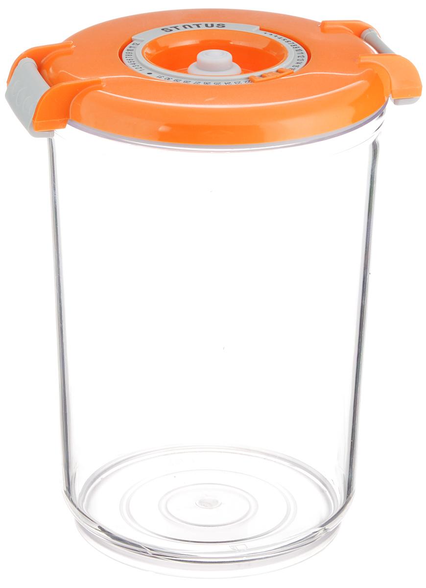 Контейнер вакуумный Status, с индикатором даты срока хранения, цвет: прозрачный, оранжевый, 1,5 лVAC-RD-15 OrangeВакуумный контейнер Status выполнен из хрустально-прозрачного прочного тритана. Благодаря вакууму, продукты не подвергаются внешнему воздействию, и срок хранения значительно увеличивается, сохраняют свои вкусовые качества и аромат, а запахи в холодильнике не перемешиваются. Допускается замораживание до -21°C, мойка контейнера в посудомоечной машине, разогрев в СВЧ (без крышки). Рекомендовано хранение следующих продуктов: макаронные изделия, крупа, мука, кофе в зёрнах, сухофрукты, супы, соусы. Контейнер имеет индикатор даты, который позволяет отмечать дату конца срока годности продуктов. Размер контейнера (с учетом крышки): 13 х 13 х 19,5 см.