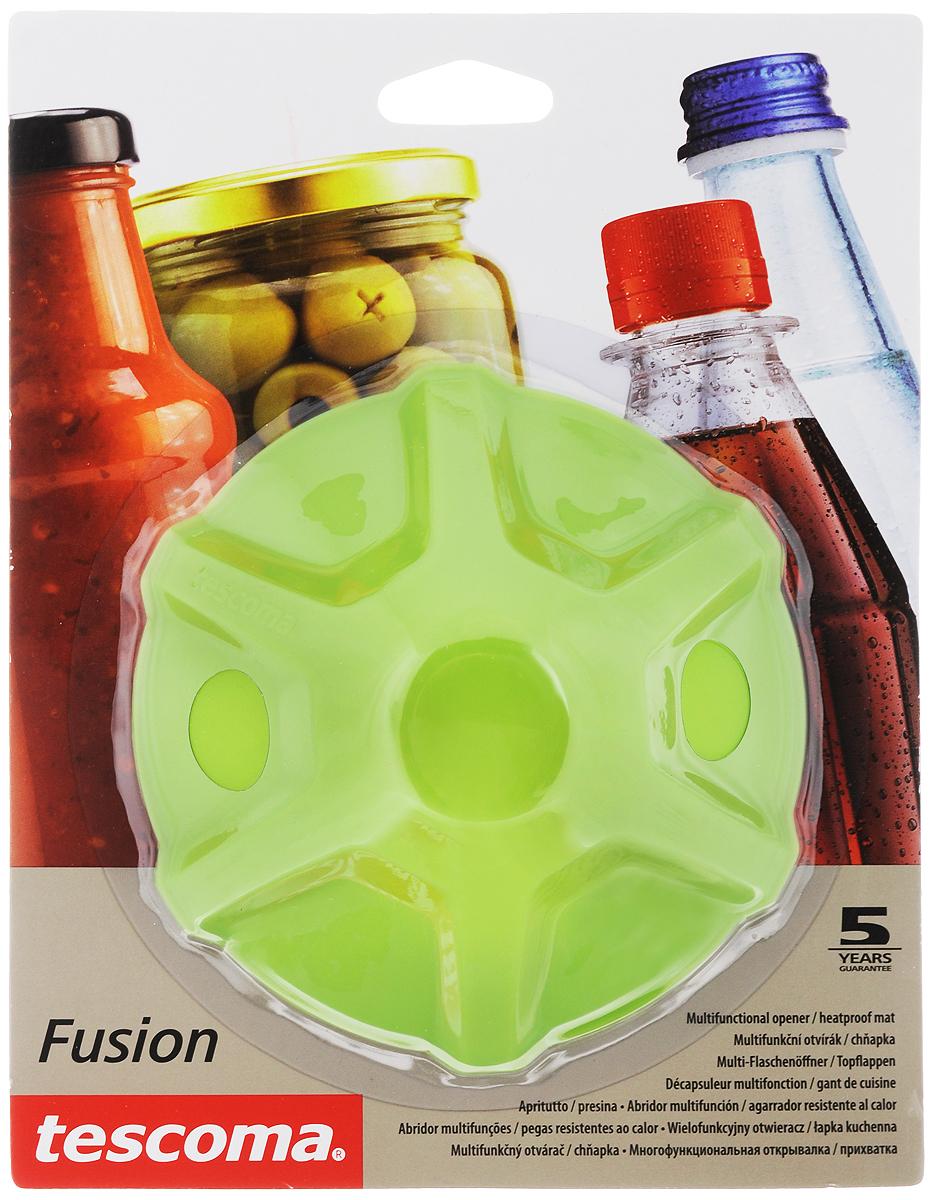 Прихватка-открывалка Tescoma Fusion, цвет: зеленый638498_зеленыйМногофункциональная прихватка-открывалка Tescoma Fusion, выполненная из высококачественного силикона, подходит для открывания всех видов бутылок и сосудов с винтовыми крышками с диаметром до 10 см, от ПЭТ-бутылок до банок. Изделие отлично подходит в качестве термостойкой кухонной прихватки при манипуляции с горячими кастрюлями и сковородками. Можно мыть в посудомоечной машине. Диаметр: 13 см.