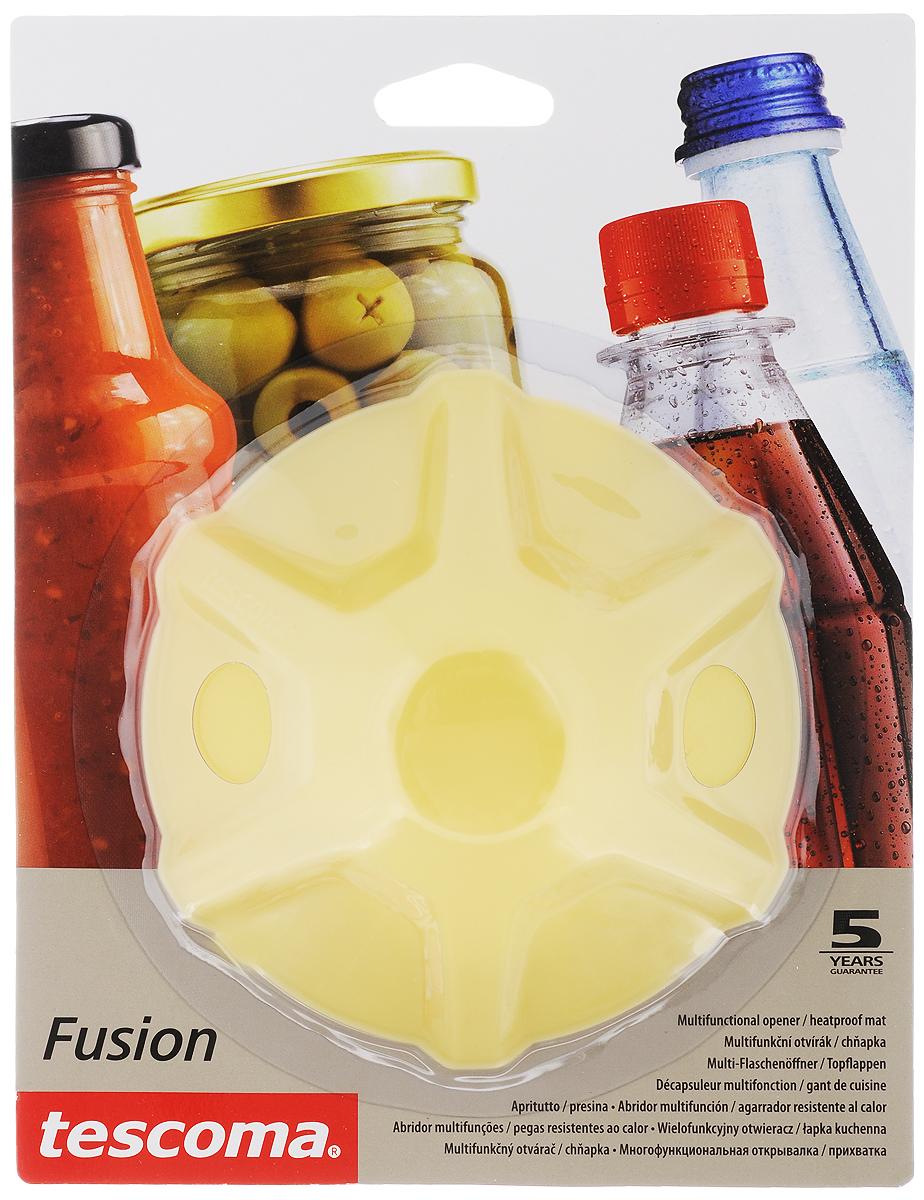 Прихватка-открывалка Tescoma Fusion, цвет: желтый638498_желтыйМногофункциональная прихватка-открывалка Tescoma Fusion, выполненная из высококачественного силикона, подходит для открывания всех видов бутылок и сосудов с винтовыми крышками с диаметром до 10 см, от ПЭТ-бутылок до банок. Изделие отлично подходит в качестве термостойкой кухонной прихватки при манипуляции с горячими кастрюлями и сковородками. Можно мыть в посудомоечной машине. Диаметр: 13 см.