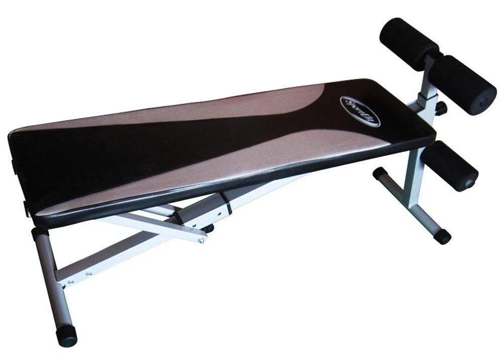 Cкамья для пресса Sport Elit SB 1238-01, цвет черный, серыйSB1238-01Cкамья для пресса Sport Elit SB1238-01 Cкамья для пресса Sport Elit SB 1238 -01-прямая с отрицательным углом наклона. Сечение профиля 50х50 мм. Относится к универсальным тренажерам, так как может использоваться для тренировки мышц пресса под наклоном или как горизонтальная поверхность для упражнений с гантелями. Занимаясь на этом тренажере можно выполнять подъем ног или туловища, работать с мышцами пресса, делать различные разводки с гантелями, тренировать длинные мышцы спины. Опорные ножки тренажера регулируются, позволяя легко настраивать тренажер под конкретного пользователя. Эргономичные валики для ног делают тренировку комфортной, полностью избавляя пользователя от дискомфорта,предотвращают появление синяков и ушибов. Простая, но эффективная конструкция позволяет складывать тренажер, делая его удобным для хранения. Основные характеристики Описание 2-х позиционная скамья для пресса Гарантия 18 месяцев Производитель Китай Изменения высоты есть Изменение положения валиков нет...