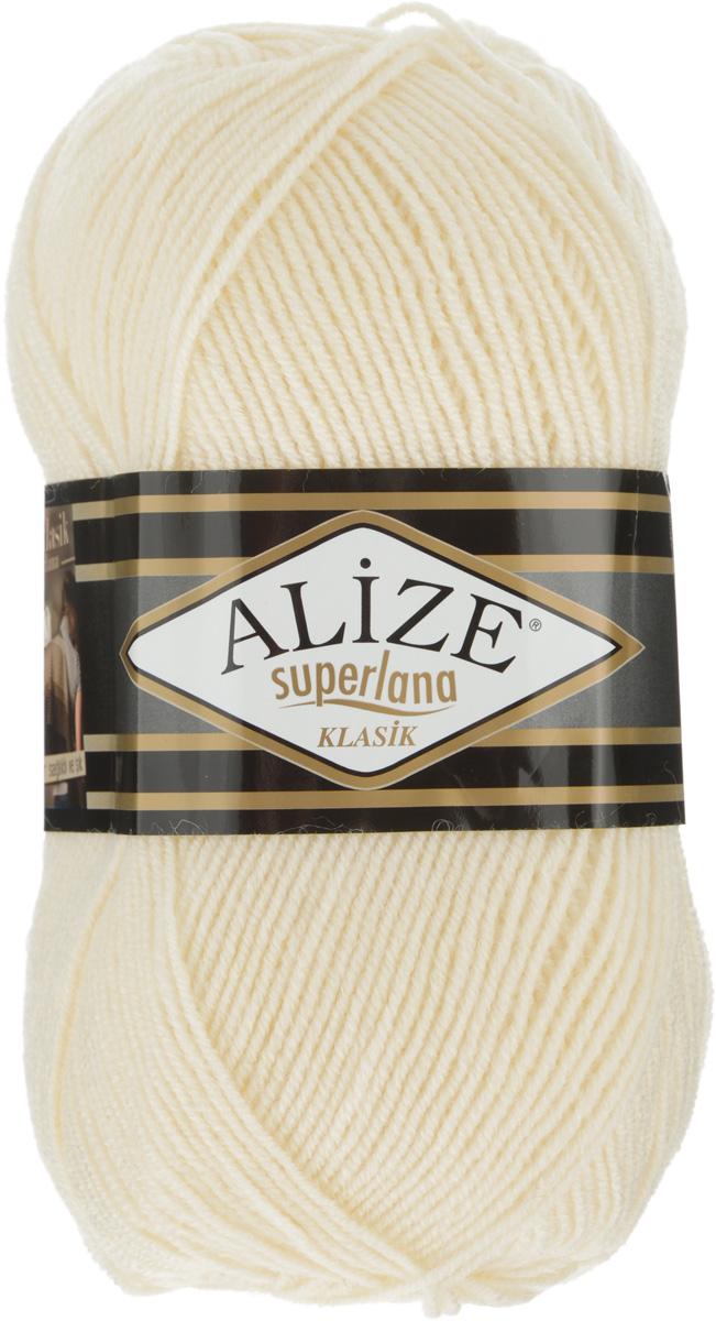 Пряжа для вязания Alize Superlana Klasik, цвет: бежевый (84), 280 м, 100 г, 5 шт692917_01Классическая пряжа Alize Superlana Klasik имеет среднюю толщину нити и состоит из 25% шерсти и 75% акрила. Подходит для создания вещей на осень. Пуловеры, платья, кардиганы, шапки и шарфы из этой пряжи отлично держат форму и прекрасно согреют вас в холодную погоду. Благодаря составу и скрутке, петли отлично ложатся одна к другой, вязаное полотно получается ровное и однородное. Пряжа рассчитана на любой уровень мастерства, но особенно понравится начинающим мастерицам - благодаря толстой нити пряжа Alize Superlana Klasik позволяет быстро связать простую вещь. Структура и состав пряжи максимально комфортны для вязания. Рекомендуемый размер спиц и крючка: № 3-4 мм. Состав: 75% акрил, 25% шерсть.