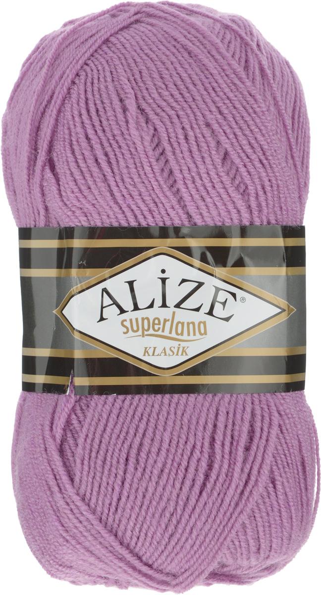 Пряжа для вязания Alize Superlana Klasik, цвет: сиреневый (28), 280 м, 100 г, 5 шт692917_28Классическая пряжа Alize Superlana Klasik имеет среднюю толщину нити и состоит из 25% шерсти и 75% акрила. Подходит для создания вещей на осень. Пуловеры, платья, кардиганы, шапки и шарфы из этой пряжи отлично держат форму и прекрасно согреют вас в холодную погоду. Благодаря составу и скрутке, петли отлично ложатся одна к другой, вязаное полотно получается ровное и однородное. Пряжа рассчитана на любой уровень мастерства, но особенно понравится начинающим мастерицам - благодаря толстой нити пряжа Alize Superlana Klasik позволяет быстро связать простую вещь. Структура и состав пряжи максимально комфортны для вязания. Рекомендуемый размер спиц и крючка: № 3-4 мм. Состав: 75% акрил, 25% шерсть.