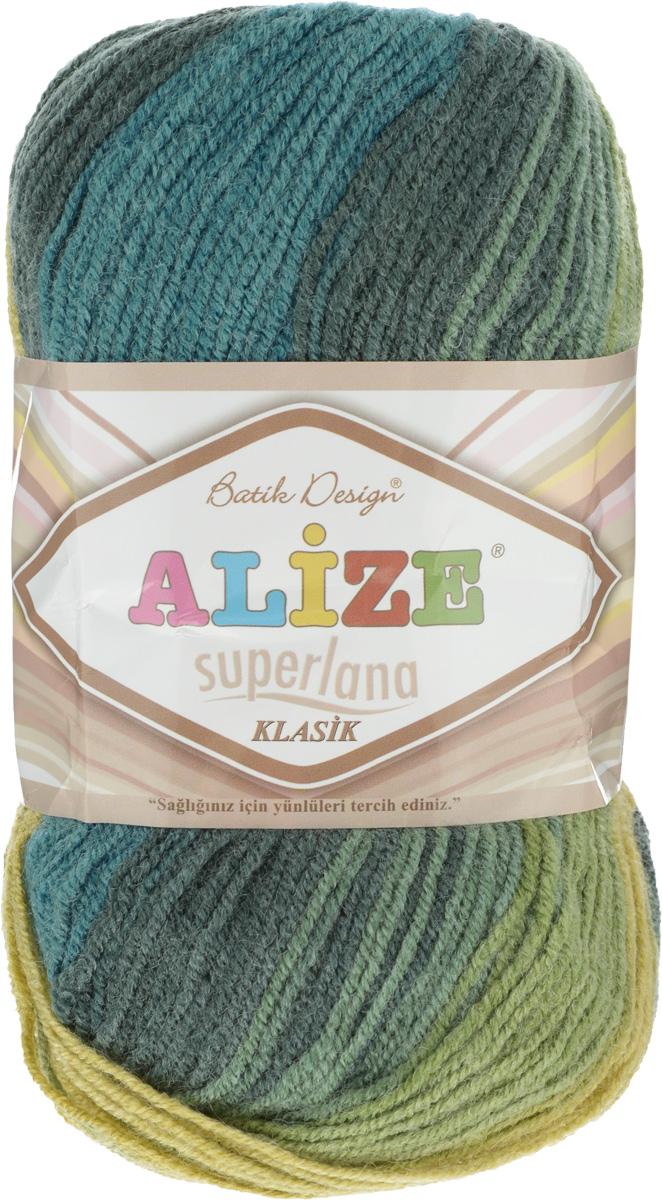 Пряжа для вязания Alize Superlana Klasik Batik, цвет: оливковый, зеленый, темно-зеленый (4840), 280 м, 100 г, 5 шт364120_4840Классическая пряжа Alize Superlana Klasik Batik имеет среднюю толщину нити и состоит из 25% шерсти и 75% акрила. Подходит для вязания теплых вещей. Пуловеры, платья, кардиганы, шапки и шарфы из этой пряжи отлично держат форму и прекрасно согреют вас в холодную погоду. Благодаря составу и скрутке, петли отлично ложатся одна к другой, вязаное полотно получается ровное и однородное. Пряжа рассчитана на любой уровень мастерства, но особенно понравится начинающим мастерицам - благодаря толстой нити пряжа Alize Superlana Klasik Batik позволяет быстро связать простую вещь. Структура и состав пряжи максимально комфортны для вязания. Рекомендуемый размер спиц и крючка: № 3-4 мм. Состав: 75% акрил, 25% шерсть.
