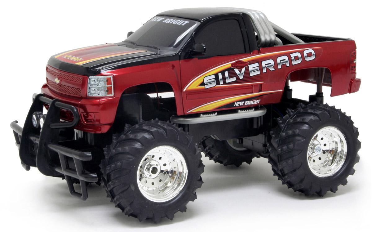 New Bright Радиоуправляемая модель Silverado цвет красный масштаб 1:1461400SРадиоуправляемая модель New Bright Silverado будет отличным подарком как ребенку, так и взрослому коллекционеру. Все дети хотят иметь в наборе своих игрушек ослепительные, невероятные и модные автомобили на радиоуправлении. Серьезные габариты придают реалистичность в управлении. Автомобиль отличается потрясающей маневренностью, динамикой и покладистостью. Управление машинкой происходит с помощью пульта. Возможные движения: вперед, назад, вправо, влево. Пульт управления работает на частоте 27 MHz. Колеса машины прорезинены и обеспечивают плавный ход, машинка не портит напольное покрытие. Радиоуправляемые игрушки способствуют развитию координации движений, моторики и ловкости. Модель работает от сменного аккумулятора (входит в комплект). Зарядное устройство также входит в комплект. Пульт управления работает от 2 батареек типа АА (входят в комплект).
