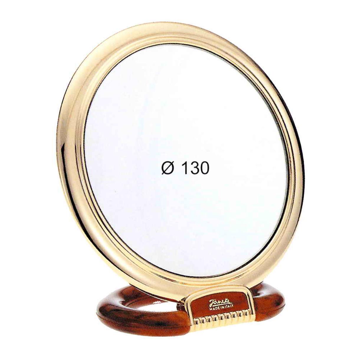 Janeke Зеркало настольное D130, линзы ZEISS, позолоченное, AU466.6 DBL709978Марка Janeke – мировой лидер по производству расчесок, щеток, маникюрных принадлежностей, зеркал и косметичек. Марка Janeke, основанная в 1830 году, вот уже почти 180 лет поддерживает непревзойденное качество своей продукции, сочетая новейшие технологии с традициями ста- рых миланских мастеров. Все изделия на 80% производятся вручную, а инновационные технологии и современные материалы делают продукцию марки поистине уникальной. Стильный и эргономичный дизайн, яркие цветовые решения – все это приносит истин- ное удовольствие от использования аксессуаров Janeke. Зеркала для дома итальянской марки Janeke, изготовленные из высококачественных материалов и выполненные в оригинальном стильном дизайне, дополнят любой интерьер. Односторонние или двусторонние, с увеличением и без, на красивых и удобных подс- тавках – зеркала Janeke прослужат долго и доставят истинное удо- вольствие от использования