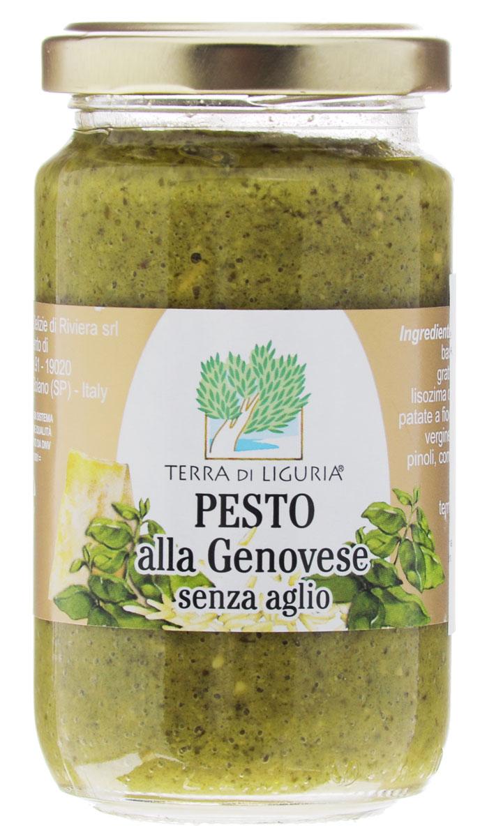 Terra di Liguria Песто Дженовезе без чеснока, 180 г151027 PEGETDL-AGПесто по-генуэзски — холодный соус, ставший одним из самых популярных итальянских соусов в мире. Традиционный соус для пасты региона Лигурия. Готовится с 19 века из базилика. Невероятно вкусное, красивое и ароматное дополнение к основному блюду. Состав: масло подсолнечное 40%, базилик 25%, вода, тертый сыр (содержит консервант лизоцим из яиц) 5%, кешью 3,3%, картофельные хлопья, соль, сахар, масло оливковое экстра верджине 0,5%, клетчатка растительная, кедровые орешки, регулятор кислотности (молочная кислота).