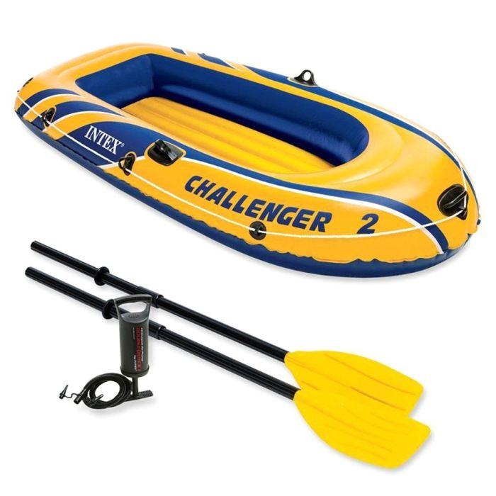 Лодка Intex Challeneger 2, цвет: желтый с синим. 68367NP720690Лодка Intex состоит из абсолютно независимых трех воздушных отсеков. Каждый отсек имеет клапан для быстрого скачивания и надувания лодки. Основной, внешний отсек придает лодке форму. Внутренние отсеки создают жесткость лодки на плаву и обеспечивают пассивную безопасность, в случае повреждения основного отсека. Надувной пол обеспечивает дополнительный комфорт нахождения внутри изделия. Для удобства конструкция надувного пола сделана волнистой, поперек бортам лодки. Лодка имеет крепления для весел и две лодочные уключины. На носу имеется пластиковая ручка, для переноса лодки или спуска на воду. Вокруг внешней камеры лодки находится веревочный трос, его можно использовать как для буксировки лодки, так и для швартования. Лодка Challeneger 2 двухместная до 200 кг 236х114х41см (в комплекте: весла, насос)