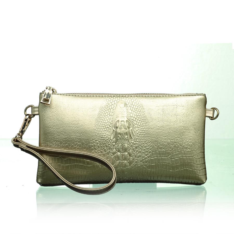 Клатч женский OrsOro, цвет: белое. D-200/10D-200/10Клатч с одним отделением на молнии, внутренней перегородкой на молнии, внутренним органайзером, внутренним карманом на молнии, внутренним карманом на молнии, карманом для телефона, задним карманом на молнии. Плечевой ремень и ручка-петля
