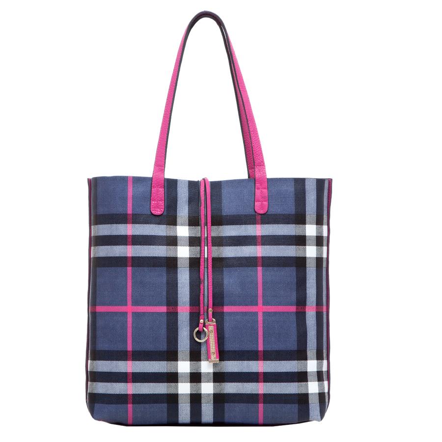 Сумка женская Orsa Oro, цвет: розовый, темно-синий. D-217/36D-217/36Стильная женская двухсторонняя сумка Orsa Oro выполнена из мягкой искусственной кожи зернистой фактуры. Сумка имеет одно основное отделение без застежки. Дополнена подвеской. В комплект к сумке идет дополнительная сумочка на застежке-молнии с плечевым ремнем. Внутри сумочки находится прорезной карман на застежке-молнии. Роскошная сумка внесет элегантные нотки в ваш образ и подчеркнет ваше отменное чувство стиля.