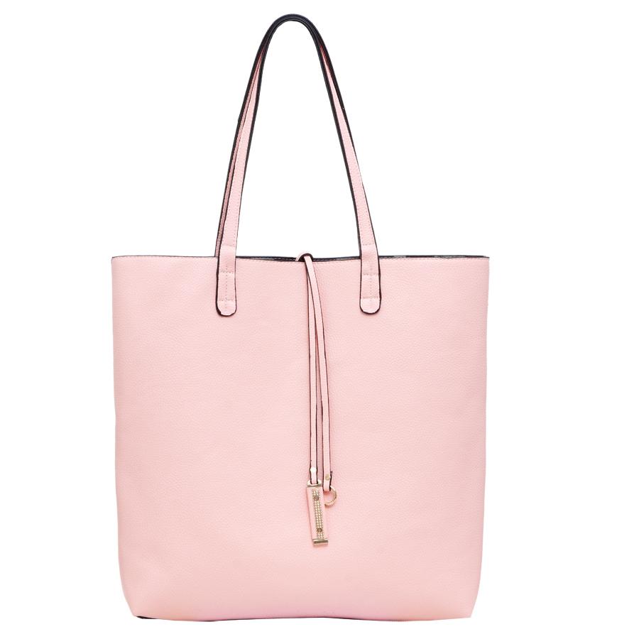 Сумка женская OrsOro, цвет: розовый, серый. D-217/40D-217/40Сумка двухсторонняя, внутри дополнительная сумка на молнии с плечевым ремнём, внутренний карман на молнии, карман для телефона. Одно отделение.
