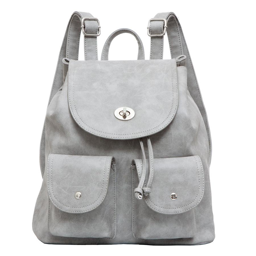 Рюкзак женский OrsOro, цвет: светло-серый. D-244/15D-244/15Стильный рюкзак OrsOro, выполнен из экокожи и оснащен двумя плечевыми регулируемыми ремнями на спинке и удобной ручкой для переноски. Изделие затягивается с помощью шнурка и закрывается клапаном на застежку-вертушку, внутри имеет одно вместительное отделение с одним накладным карманом для телефона и мелочей и одним прорезным карманом на застежке-молнии. С тыльной стороны изделия имеется прорезной карман на застежке-молнии. Рюкзак оснащен также передними накладными карманами, которые закрываются с помощью небольших клапанов на кнопки. Сумка-рюкзак OrsOro - это выбор молодой, уверенной, стильной женщины, которая ценит качество и комфорт. Изделие станет изысканным дополнением к вашему образу.