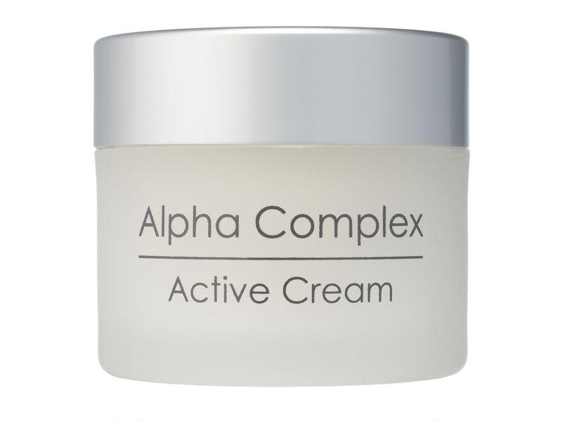 Holy Land Активный крем для лица Alpha Complex Multifruit System Active Cream -50 мл110067Интенсивный крем для выравнивания поверхности кожи. Применяется вечером и в часы отдыха.Действие:Восстановление кожи.Сокращение пор.При регулярном применении выравнивание текстуры и цвета кожи, осветление пигментаций.Гидролизованный казеин великолепно увлажняет, питает, смягчает и разглаживает кожу, повышает ее упругость и эластичность, активизирует репаративные процессы.Активные компоненты: Комплекс фруктовых кислот (молочная, гликолевая, лимонная, яблочная, винная), гидролизованный альбумин, гидролизованный казеин.Способ применения: Крем используется вечером после очищения кожи, а также утром перед дневным кремом при повышенной сухости кожи.