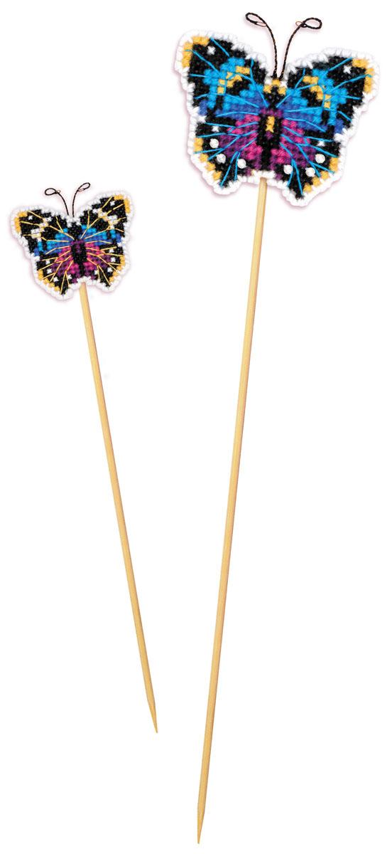 Набор для вышивания крестом Риолис Украшение для цветов. Бабочка, 6,5 х 5,5 см1554АСНабор для вышивания поможет вам создать свой личный шедевр - красивое украшение для цветов. Работа, выполненная своими руками, станет отличным подарком для друзей и близких! Нитки: шерсть/акрил Safil Цветов: 7 Бусины: 1 вид Игла: 1 вид Размер: 6,5 х 5,5 см Канва: канва-пластик 10 Художник: Юлия Лындина В комплект входит цветная схема и инструкция.