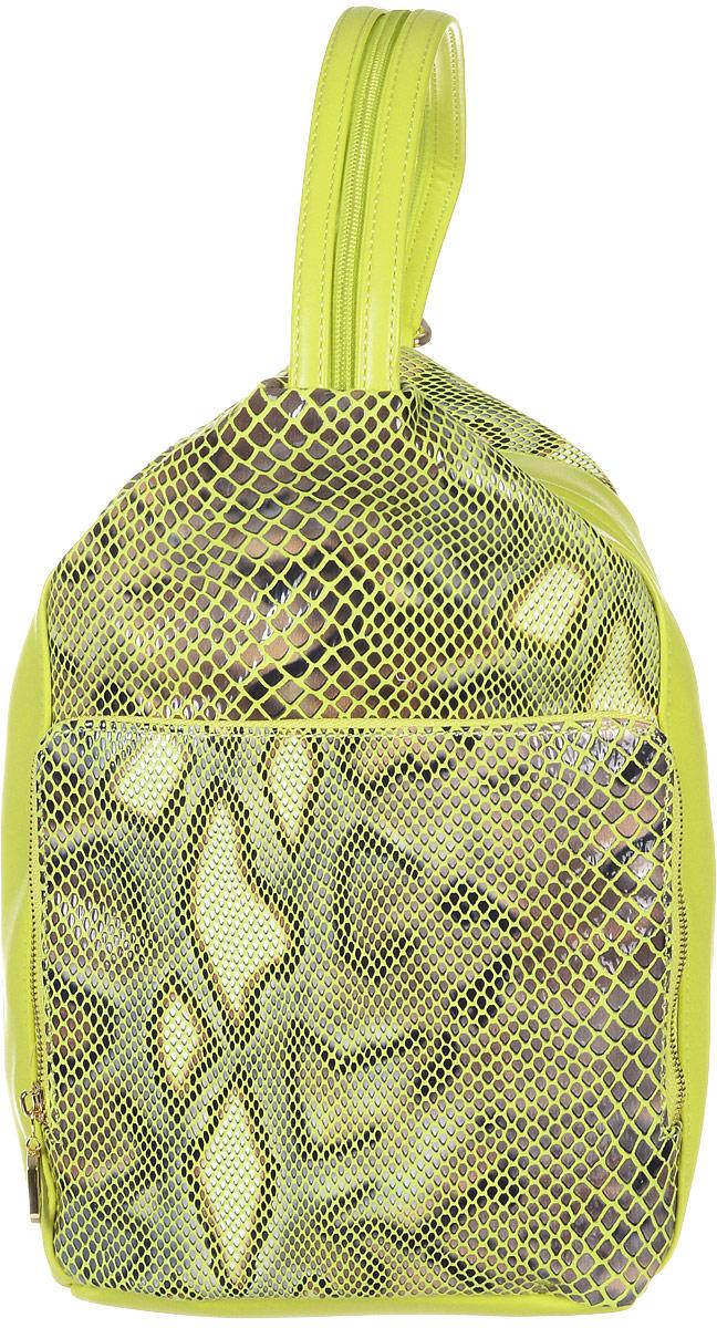 Рюкзак женский Vitacci, цвет: желтый. 13975-513975-5Стильный женский рюкзак Vitacci выполнен из искусственной кожи. Модель оформлена вставками из искусственной кожи с тиснением под рептилию. Изделие имеет одно отделение, закрывающееся на застежку-молнию. Внутри содержит два накладных кармана для телефона и мелких принадлежностей, а также врезной карман на молнии. Снаружи, на передней стенке расположен вместительный накладной карман на застежке-молнии. На задней стенке предусмотрен прорезной карман на застежке-молнии. Рюкзак оснащен двумя лямками, регулируемой длины, которые при помощи молнии соединяются в одну. Модель можно носить как в руке, так и на плечах в виде рюкзака. Стильный рюкзак прекрасно дополнит ваш образ.