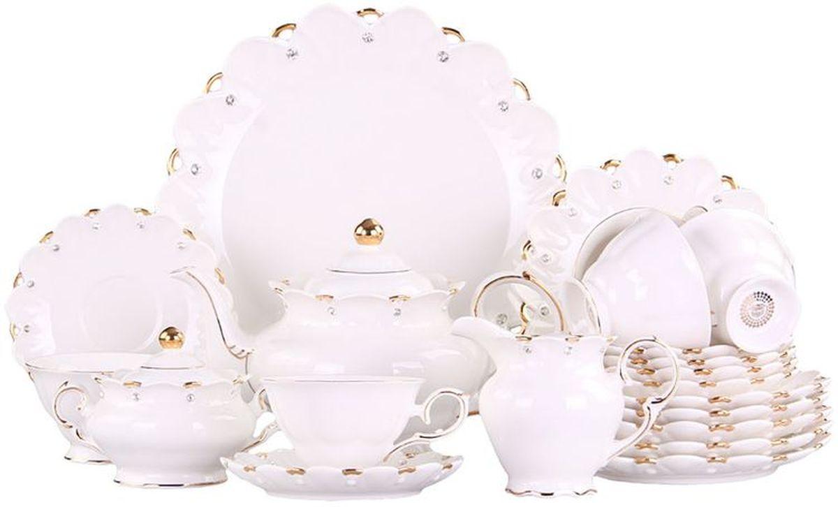 Набор десертный 22 пр. на 6 пер. PATRICIAIM520181Если вы любите чаепитие со сладостями, этот набор для вас. Комплект включает в себя 6 чайных пар, заварочный чайник, молочник, сахарницу, 6 десертных тарелок и большое блюдо для подачи пирога или торта. Все элементы выполнены из фарфора безупречного качества и украшены позолотой и стразами.