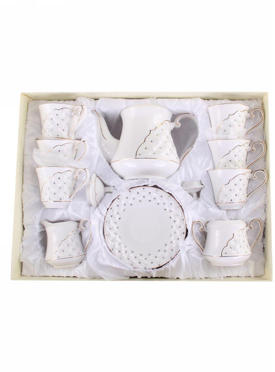 Набор чайный 15 предметов 200 мл PATRICIAIM553020Чайный набор включает в себя 15 предметов: 6 чашек, 6 блюдец, заварочный чайник (500мл.), молочник и сахарницу. Изделия выполнены из фарфора безупречной белизны. Все элементы набора украшены стразами и золотым декором. Набор имеет подарочную упаковку с шелковой лентой. Внимание! Изделия нельзя использовать в посудомоечной машине.
