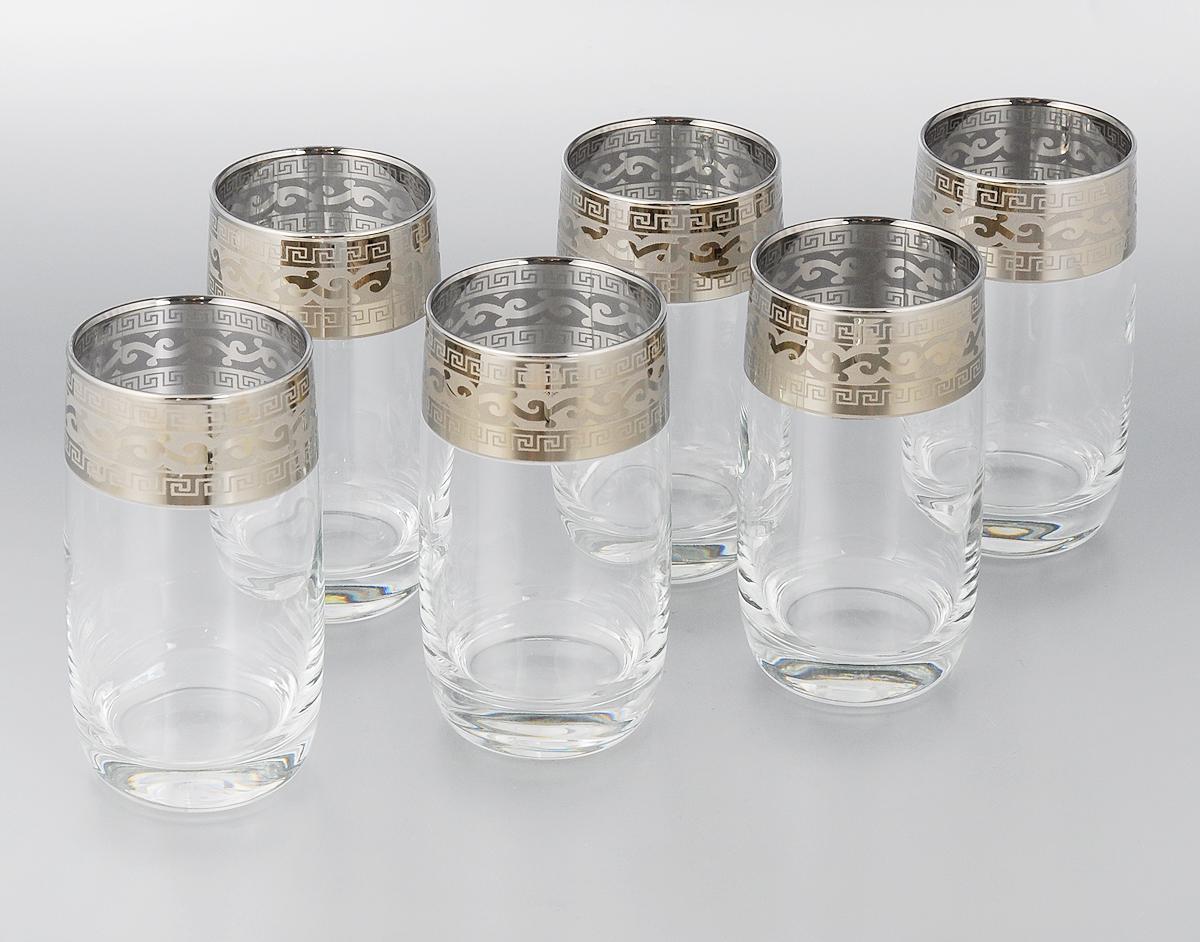 Набор стаканов для сока Гусь-Хрустальный Версаче, 330 мл, 6 штGE08-809Набор Гусь-Хрустальный Версаче состоит из 6 высоких стаканов, изготовленных из высококачественного натрий-кальций-силикатного стекла. Изделия оформлены красивым зеркальным покрытием и широкой окантовкой с оригинальным узором. Стаканы предназначены для подачи сока, а также воды и коктейлей. Такой набор прекрасно дополнит праздничный стол и станет желанным подарком в любом доме. Можно мыть в посудомоечной машине. Диаметр стакана (по верхнему краю): 6 см. Высота стакана: 12,5 см. Уважаемые клиенты! Обращаем ваше внимание на незначительные изменения в дизайне товара, допускаемые производителем. Поставка осуществляется в зависимости от наличия на складе.