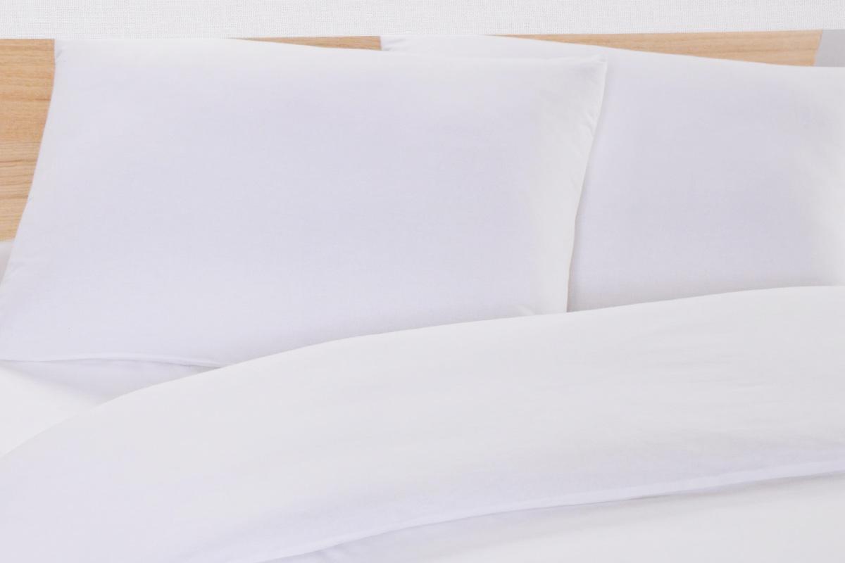 Простыня Arya Otel, цвет: белый, 160 х 240 смF9728705Простыня Arya Otel изготовлена из сатина (100% хлопок) и абсолютно безопасна даже для самых маленьких членов семьи. Сатин отличается повышенной износостойкостью, выдерживает многочисленные стирки и остается таким же ярким и мягким, как и в первый день использования.