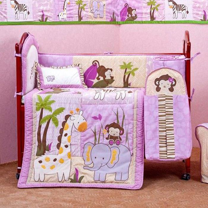 Arya Комплект в кроватку Jungle 5 предметовTR00002821Комплект в кроватку Arya Jungle прекрасно подойдет для кроватки вашего малыша, добавит комнате уюта и согреет в прохладные дни. В качестве материала верха использован 100 % хлопок. Мягкая ткань не раздражает чувствительную и нежную кожу ребенка и хорошо вентилируется. Очень важно, чтобы ваш малыш хорошо спал - это залог его здоровья, а значит вашего спокойствия. Комплект в кроватку Arya Jungle идеально подойдет для кроватки вашего малыша. На нем ваш кроха будет спать здоровым и крепким сном. Комплектация: - защитный подголовник для кровати (46 см х 62 см); - наволочка (32 см х 46 см); - одеяло (90 см х 114 см); - боковой защитный бортик (120 см х 60 см х 120 см); - простыня (120 см х 60 см). Компания Arya является признанным турецким лидером на рынке постельных принадлежностей и текстиля для дома. Поэтому вы можете быть уверены, что приобретенные текстильные изделия доставят вам и вашим детям удовольствие.