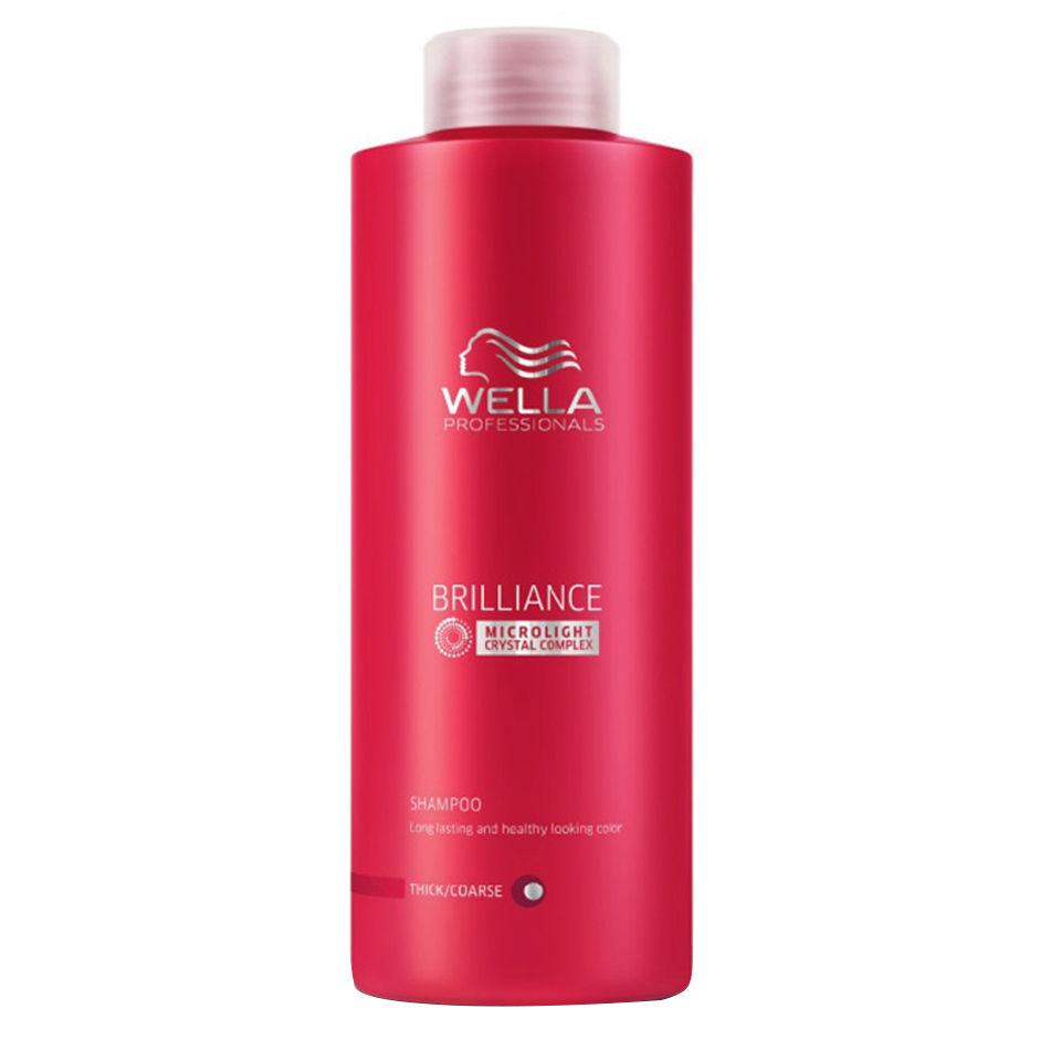 Wella Шампунь Brilliance Line для окрашенных жестких волос, 1000 мл117771Для придания мягкости и сияющего блеска окрашенным жестким волосам, а также для защиты цвета от вымывания используйте Шампунь Wella линии Brilliance Professionals для окрашенных жестких волос. Средство имеет в своем составе бриллиантовую пыльцу, которая придает волосам мягкость и шелковистость. Благодаря уникальной формуле, надолго сохраняется стойкость цвета. За счет воздушной кремовой текстуры шампунь легко распределяется по волосам, обволакивает и защищает каждый волос, делает их более гладкими и мягкими. Результат использования: шампунь придает вашим локонам мягкость и сияющую яркость цвета, делает их более блестящими и послушными.