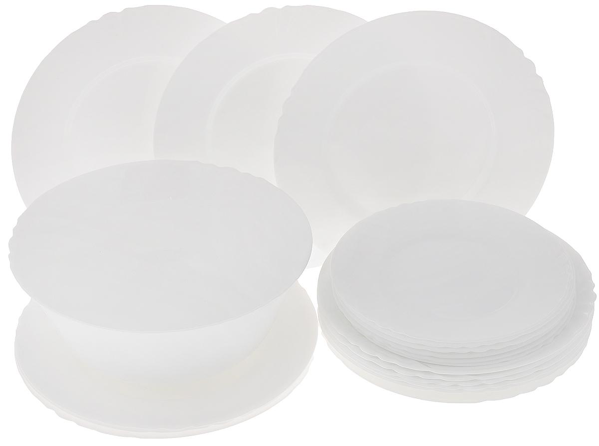 Набор столовый Luminarc Cadix, 19 предметовD6613Столовый набор Luminarc Cadix состоит из 6 суповых тарелок, 6 обеденных тарелок, 6 десертных тарелок и салатника. Изделия выполнены из ударопрочного стекла, имеют классическую круглую форму. Посуда отличается прочностью, гигиеничностью и долгим сроком службы, она устойчива к появлению царапин и резким перепадам температур. Такой набор прекрасно подойдет как для повседневного использования, так и для праздников или особенных случаев. Столовый набор Luminarc Cadix - это не только яркий и полезный подарок для родных и близких, это также великолепное дизайнерское решение для вашей кухни или столовой. Изделия можно мыть в посудомоечной машине и использовать в микроволновой печи. Диаметр суповой тарелки: 22,5 см. Диаметр обеденной тарелки: 25 см. Диаметр десертной тарелки: 19,5 см. Диаметр салатника: 24 см. Высота стенки салатника: 10 см.