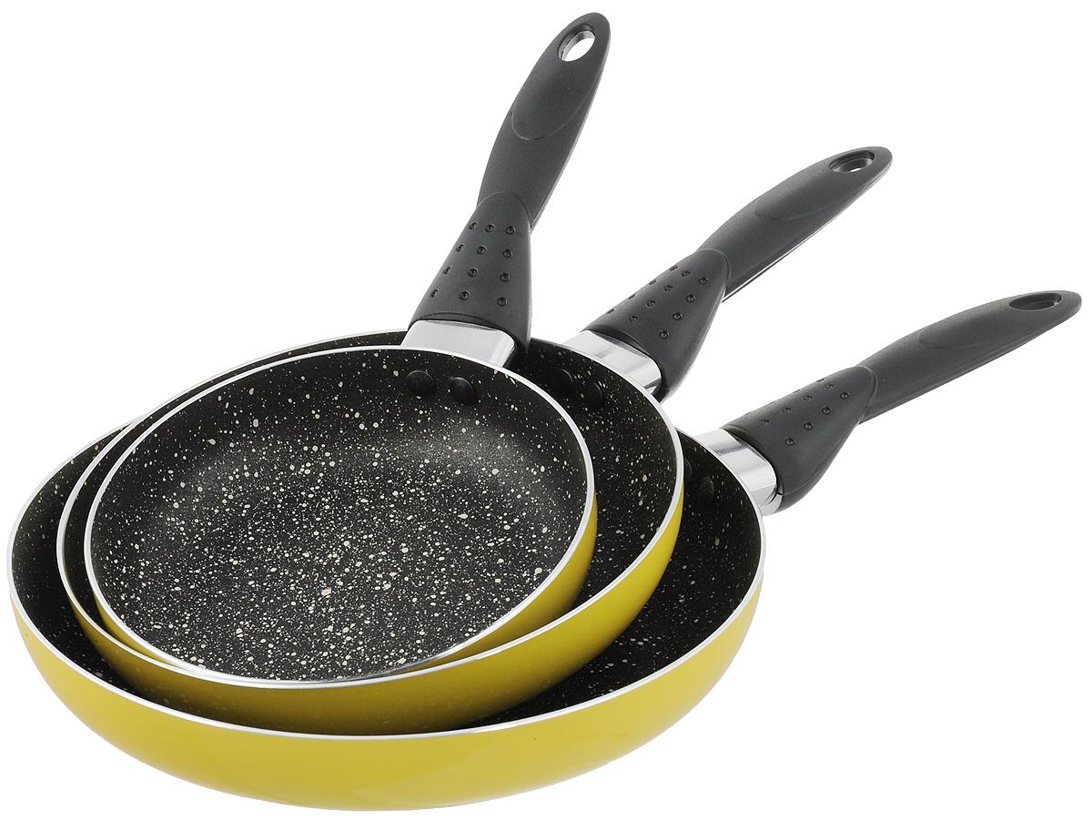 Набор сковородок Calve, с антипригарным покрытием, цвет: желтый, 3 предмета. CL-1106CL-1106_желтыйНабор Calve состоит из 3 сковородок разного диаметра, изготовленных из высококачественного алюминия с внутренним антипригарным покрытием. С таким покрытием пища не пригорает и посуда легко моется. Дно изделий имеет специальную утяжеленную конструкцию, которая обеспечивает высокую теплопроводность. Сковороды снабжены удобными эргономичными бакелитовыми ручками, которые не позволят выскользнуть посуде из ваших рук. Внешнее цветное покрытие жаростойкое. Подходят для всех типов плит, кроме индукционных. Можно мыть в посудомоечной машине. Диаметр большой сковороды: 24 см. Высота стенки большой сковороды: 4 см. Длина ручки большой сковороды: 16 см. Диаметр средней сковороды: 20 см. Высота стенки средней сковороды: 4 см. Длина ручки средней сковороды: 16 см. Диаметр малой сковороды: 16 см. Высота стенки малой сковороды: 4 см. Длина ручки малой сковороды: 16 см.