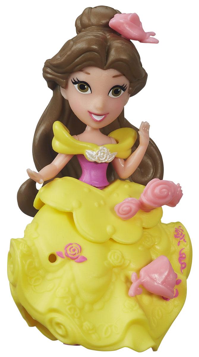 Disney Princess Мини-кукла Little Kingdom БелльB5321EU4_B5325Мини-кукла Disney Princess Белль изображает героиню мультфильма Красавица и чудовище в ее знаменитом бальном платье. Этот наряд прочно ассоциируется с принцессой, он просто волшебен и его сложно не запомнить. Пышное платье желтого цвета украшено множеством оборок и декоративных элементов. Хозяйка куклы сможет добавить к ним еще несколько - в комплект входят маленькие бутоны роз, которые можно прикреплять к платью мини-куклы. Для этого в наряде есть небольшие отверстия, в которые вставляются бутоны. Эти отверстия не бросаются в глаза, даже когда украшений нет, поэтому наличие бутонов на подоле будет зависеть только от настроения хозяйки. Мини-кукла Белль выглядит просто очаровательно. Она совсем небольшая по размеру, однако, тщательно проработана. Ее внешний вид полностью повторяет облик девушки в мультфильме, у куклы такое же милое лицо с большими глазами, такая же прическа, в которой пышные каштановые волосы локонами спадают ей на плечи. Кукла выполнена из прочного и...