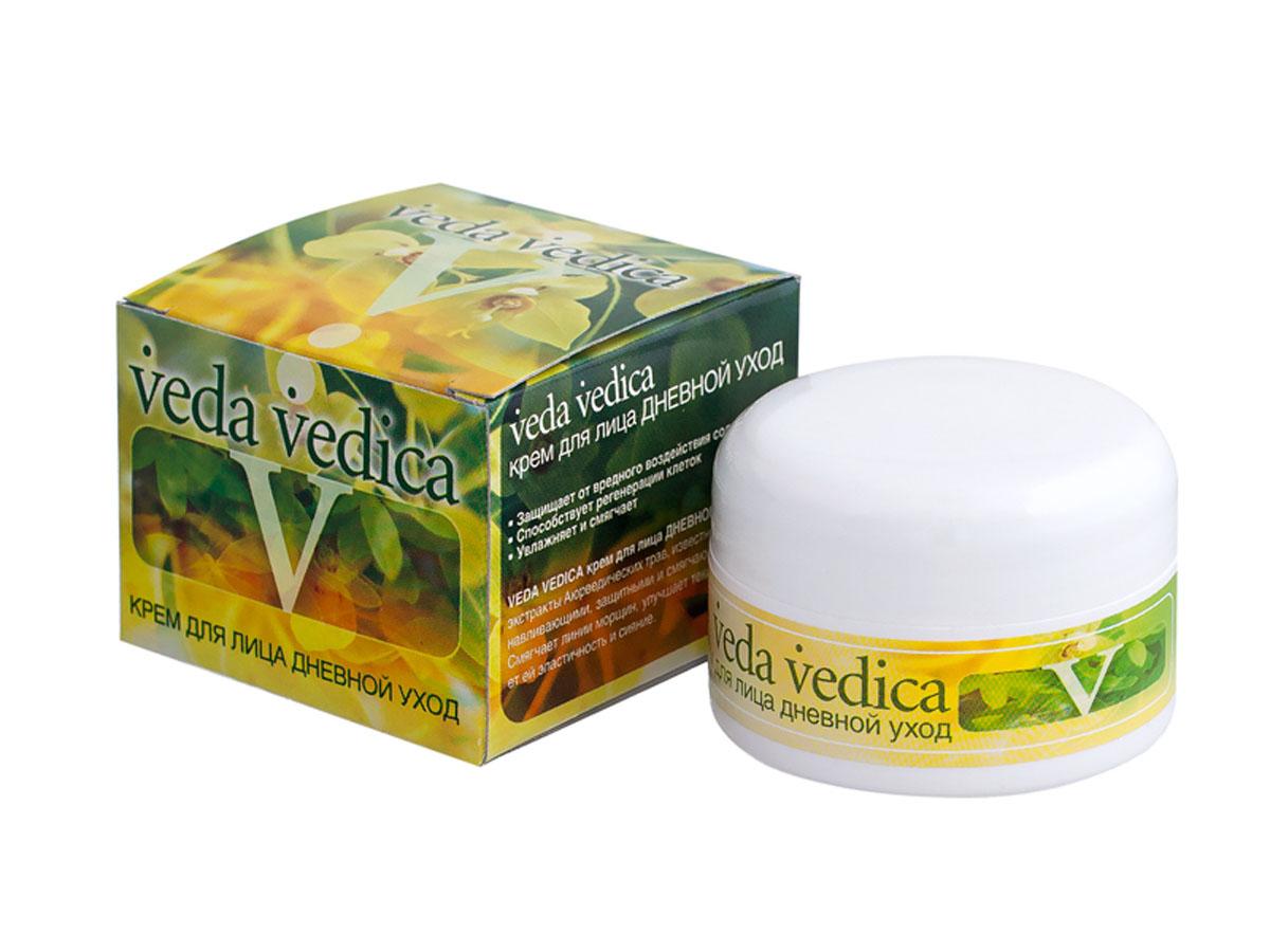 Veda Vedica Крем для лица Дневной уход, 50 г8906015080643Легкий натуральный увлажняющий крем с выраженным тонизирующим и омолаживающим эффектом. Насыщен целым рядом растительных экстрактов с целебным и и антивозрастными свойствами. Увлажняет кожу и защищает ее в течении дня, улучшает цвет лица. Для любого типа кожи.